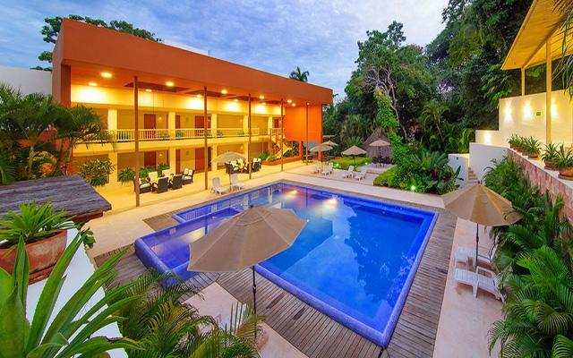 Hotel Ixzi Plus, disfruta de su alberca al aire libre
