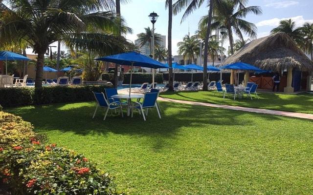 Hotel Jaragua, relájate en el jardín