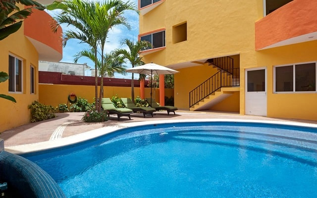 Hotel Kaam Accommodations, disfruta de su alberca al aire libre