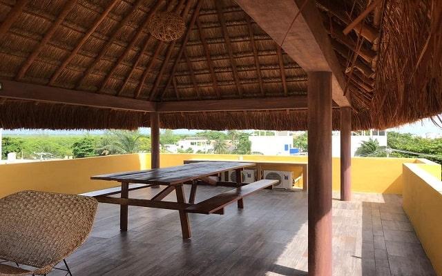 Hotel Kaam Accommodations, terraza