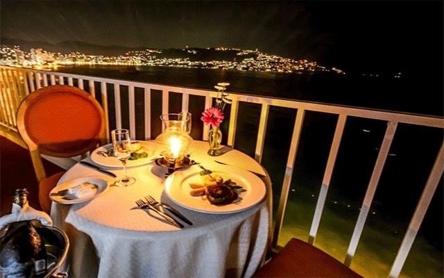 Hotel Krystal Beach Acapulco, disfruta una cena romántica
