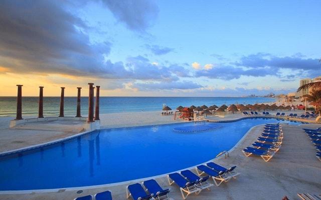 Hotel Krystal Cancún, disfruta de su alberca al aire libre