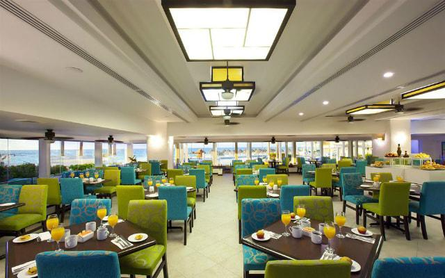 Hotel Krystal Cancún posee tres restaurantes