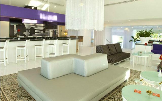 Hotel Krystal Cancún ofrece variedad de bebidas en sus bares