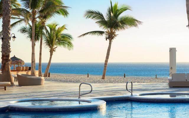 Hotel Krystal Grand Los Cabos All Inclusive, disfruta de una excelente vista mientras te asoleas en la piscina