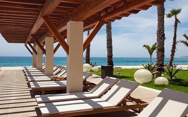 Hotel Krystal Grand Los Cabos All Inclusive, descansa en la comodidad de sus camastros