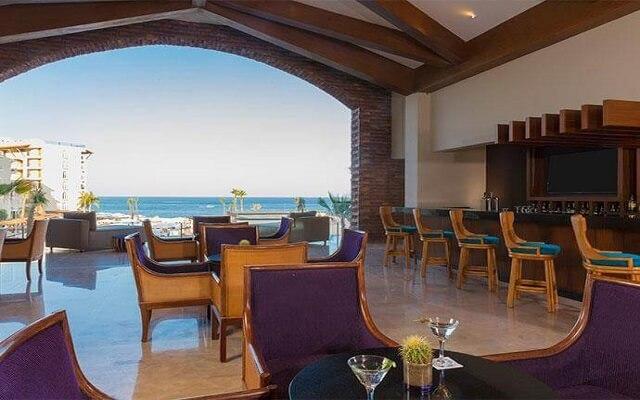 Hotel Krystal Grand Los Cabos All Inclusive, disfruta una copa en el lobby bar