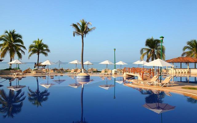 Hotel Krystal Ixtapa, disfruta de su alberca al aire libre