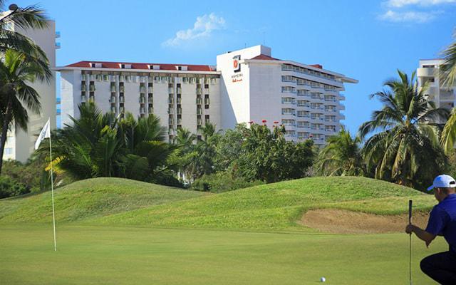 Hotel Krystal Ixtapa, disfruta jugando al golf