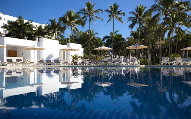 Hotel Krystal Puerto Vallarta Beach Resort, disfruta de su alberca al aire libre