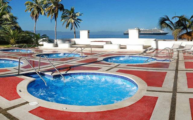 Hotel Krystal Puerto Vallarta Beach Resort, relájate en el jacuzzi
