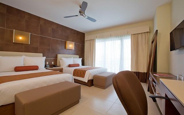 Hotel Krystal Urban Cancún Centro, luminosas habitaciones