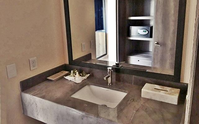 Hotel La Isla Natura Beach Huatulco, las habitaciones cuentan con baños modernos