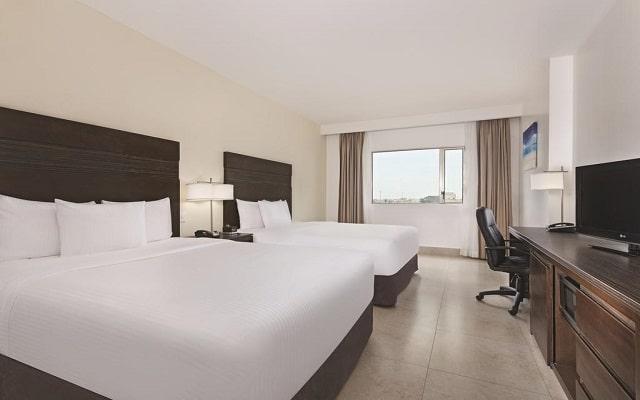 Hotel La Quinta by Wyndham Cancun, habitaciones luminosas y amplias