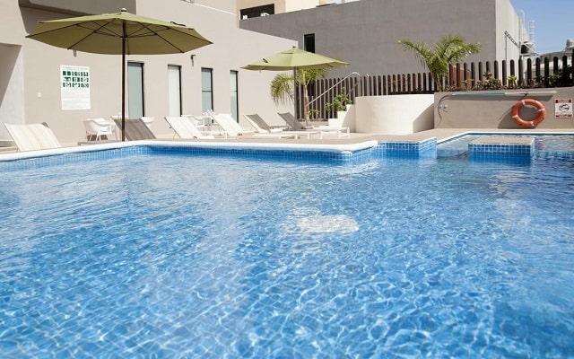 Hotel La Quinta by Wyndham Cancun, disfruta de la alberca al aire libre