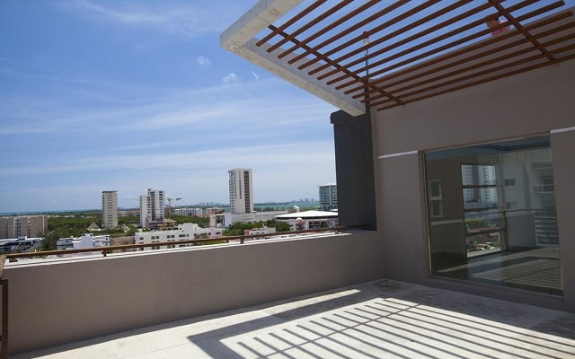 Hotel La Quinta by Wyndham Cancun, disfruta de una bella vista desde la terraza