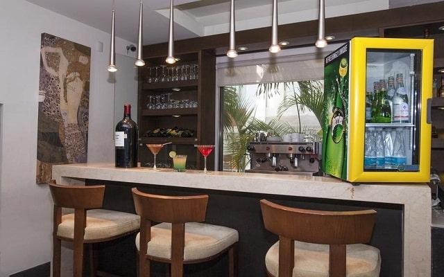 Hotel La Quinta by Wyndham Cancun, disfrutar de una grata compañia y una bebida