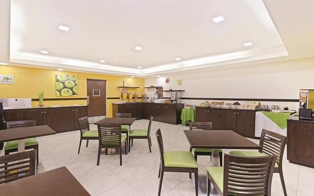 Hotel La Quinta by Wyndham Cancun, empezar el día con un rico desayuno