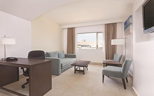 Hotel La Quinta by Wyndham Cancun, habitaciones bien equipadas