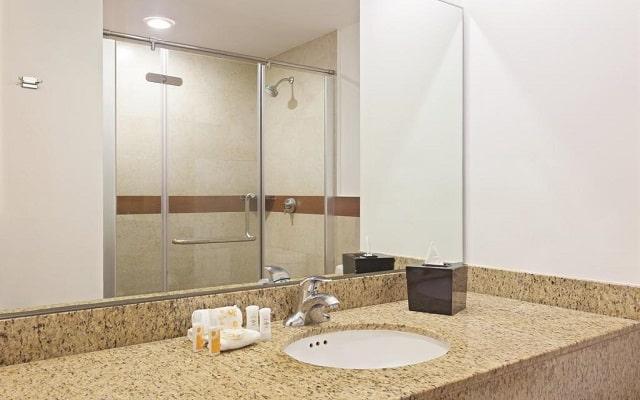 Hotel La Quinta by Wyndham Cancun, habitaciones con todas las amenidades