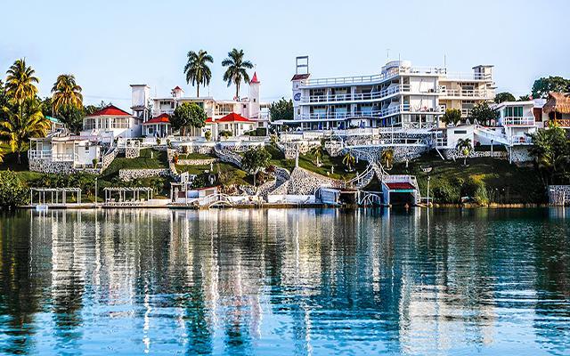Hotel laguna bacalar ofertas de hoteles en chetumal for Hotel luxury en bacalar