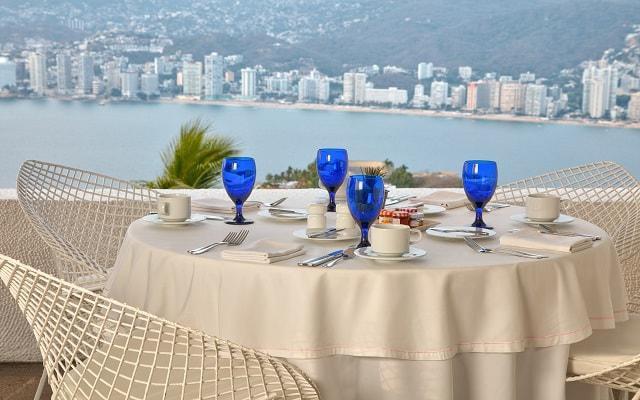 Hotel Las Brisas Acapulco, disfruta de la hermosa vista del mar