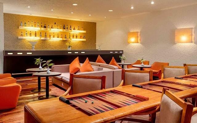 Hotel Las Brisas Ixtapa, Bar Le Club