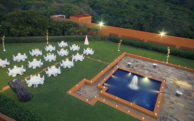 Hotel Las Brisas Ixtapa, amplios jardines para tu evento