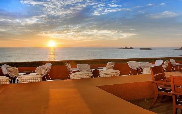 Hotel Las Brisas Ixtapa, disfruta una copa en el lobby bar