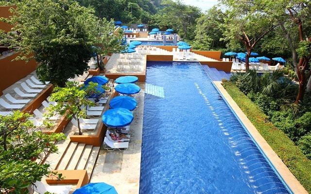 Hotel Las Brisas Ixtapa, disfruta de su alberca