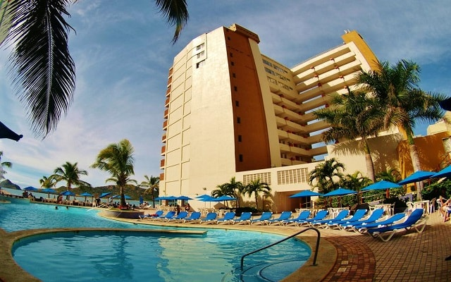 Hotel Las Flores Beach Resort en Zona Dorada