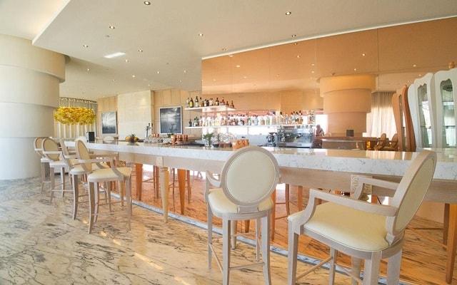 Hotel Le Blanc Los Cabos, disfruta un coctel