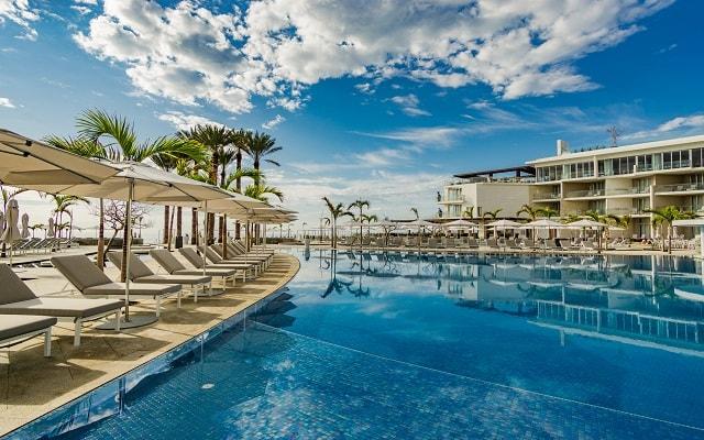 Hotel Le Blanc Los Cabos, amenidades en la alberca para que aproveches tu descanso
