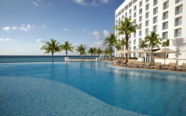 Hotel Le Blanc Spa Resort, disfruta de su alberca al aire libre