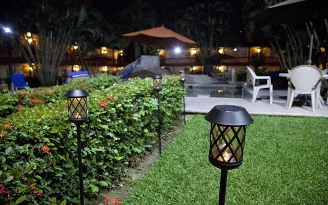 Hotel Los Andes, relájate en sus jardines