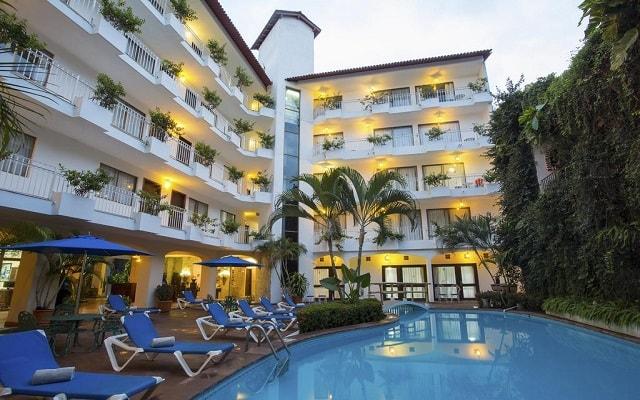 Hotel Los Arcos Suites Vallarta Centro, disfruta de su alberca al aire libre