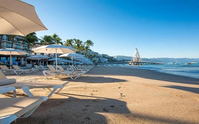Hotel Los Arcos Suites Vallarta Centro, club de playa a media cuadra