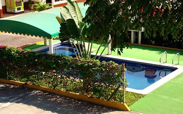 Hotel Los Cedros, disfruta de su alberca al aire libre