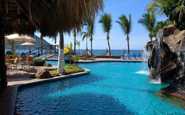 Hotel Luna Palace Mazatlán, disfruta de su alberca al aire libre