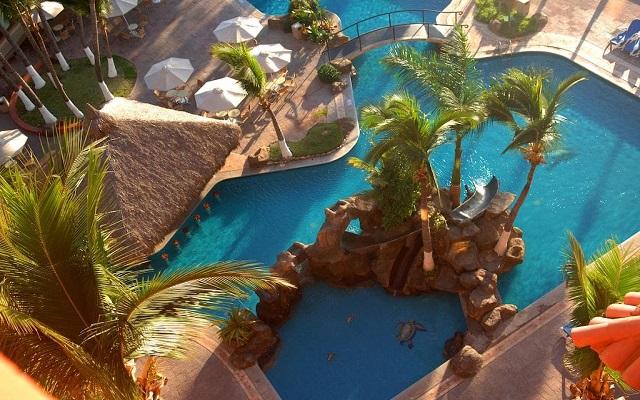 Hotel Luna Palace Mazatlán, alberca con cascada y chapoteadero