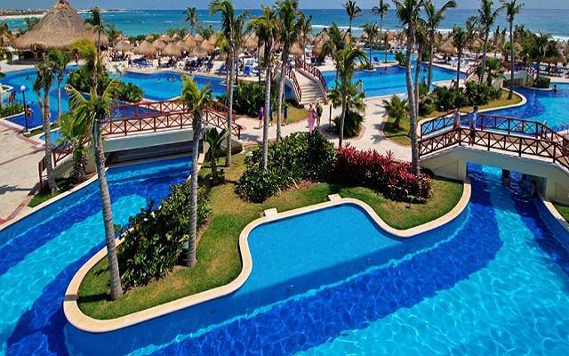 Hotel Luxury Bahía Príncipe Akumal, disfruta de su alberca al aire libre