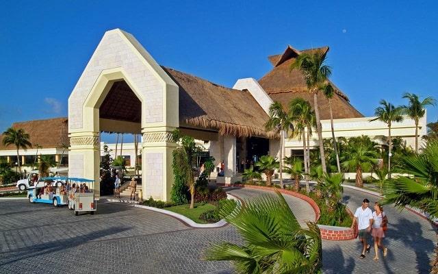 Hotel Luxury Bahía Príncipe Akumal, atención personalizada desde el inicio de tu estancia
