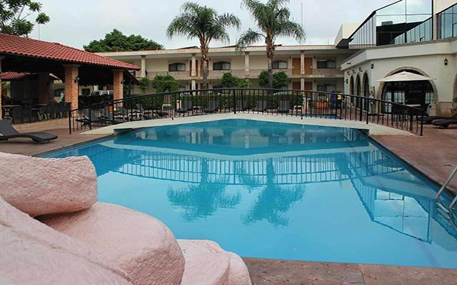 Hotel Malibú, disfruta de su alberca al aire libre