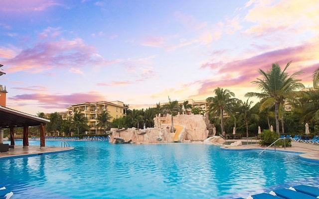 Hotel Marina El Cid Spa and Beach Resort, disfruta de su alberca al aire libre
