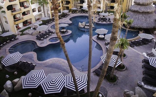 Hotel Marina Fiesta Resort and Spa, disfruta de su alberca al aire libre