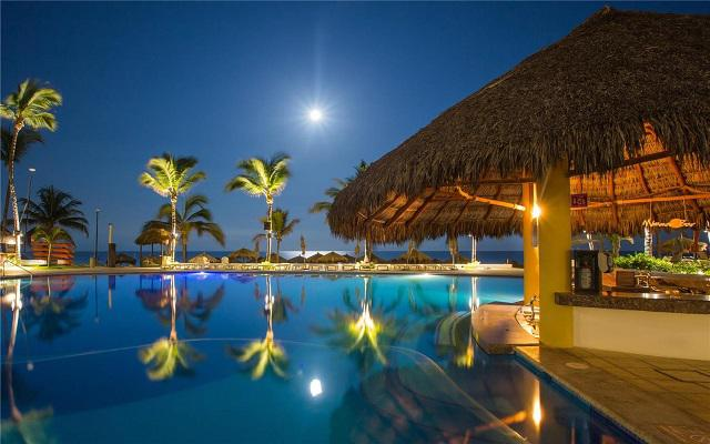 Hotel Marival Emotions Resort & Suites All Inclusive, disfruta una copa en el pool bar