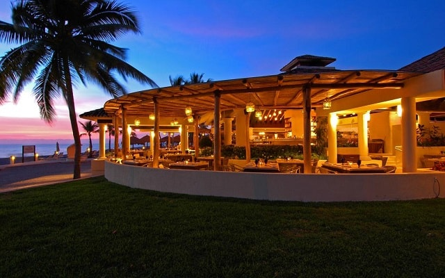 Hotel Marriott Puerto Vallarta Resort & Spa, elegantes restaurantes con vista al mar