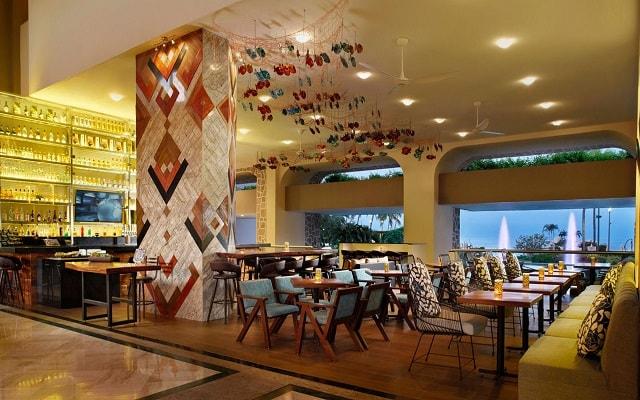 Hotel Marriott Puerto Vallarta Resort & Spa, disfruta una copa en el bar