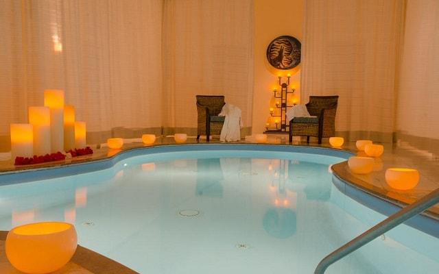 Hotel Marriott Puerto Vallarta Resort & Spa, relájate en el jacuzzi