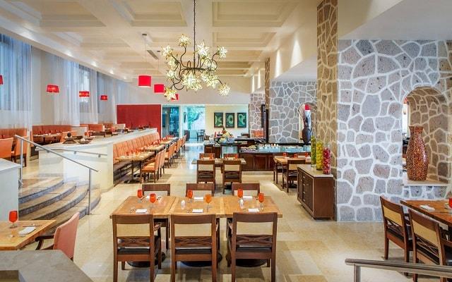 Hotel Marriott Puerto Vallarta Resort & Spa, espacios agradables para disfrutar tus alimentos